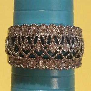 Fashion Ring with brilliant stones